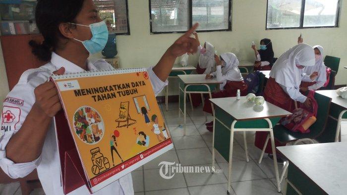 DPR Minta Pemerintah Dengarkan Aspirasi Masyarakat Terkait Evaluasi PTM
