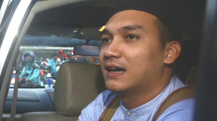 Egi John ditemui sesudah mengisi acara di sebuah stasiun televisi di kawasan Tendean, Jakarta Selatan, pada Kamis (15/9/2016). (KOMPAS.com/DIAN REINIS KUMAMPUNG)