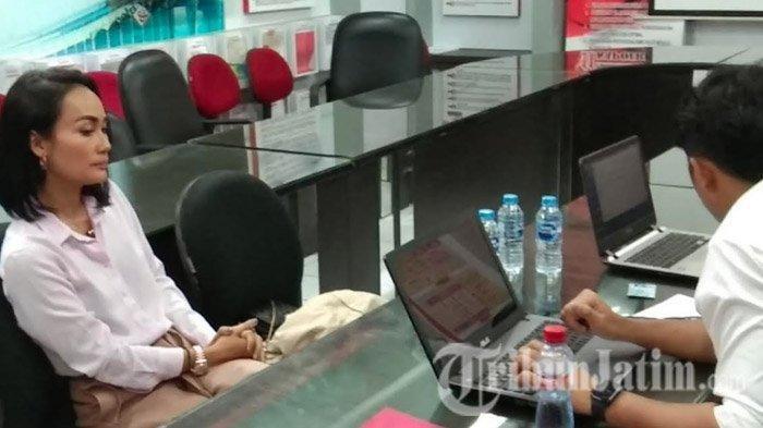 Eka Deli Mardiyana (43) tiba di Ruang Penyidik Ditreskrimsus Mapolda Jatim