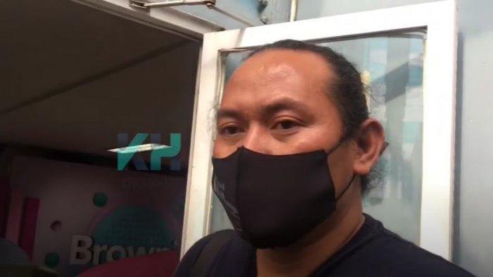 Klarifikasi mantan manajer Sabyan terkait request connecting door kamar hotel Ayus dan Nissa Sabyan ketika konser ke luar kota.