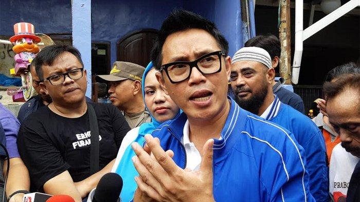 Eko Patrio saat mengunjungi korban banjir di kawasan Bidara Cina, Jakarta Timur, Jumat (3/1/2019).