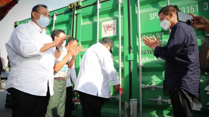Pelepasan ekspor 48 ton biji mete asal Provinsi Sulawesi Tenggara ke Vietnam di Pelabuhan New Port Kendari, Sabtu (16/1/2021).
