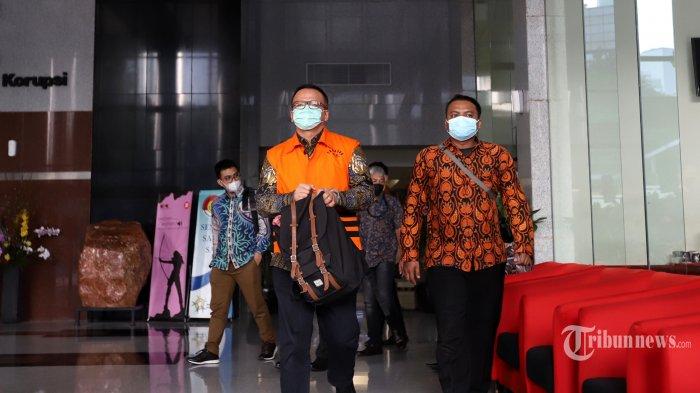 Mantan Menteri Kelautan dan Perikanan (KKP),?Edhy Prabowo usai mengikuti persidangan dalam kasus suap izin ekspor benih lobster tahun 2020, di Gedung KPK Merah Putih, Jakarta Selatan, Kamis (15/7/2021). Majelis Hakim pada Pengadilan Tindak Pidana Korupsi (Tipikor) menjatuhkan pidana penjara kepada terdakwa selama 5 tahun dan harus membayar denda Rp 400 juta subsider enam bulan kurungan penjara serta pidana pembayaran uang pengganti terhadap Edhy Prabowo sejumlah Rp 9.687.447.219 dan US$ 77.000 yang harus dibayarkan dalam waktu 1 bulan dan jika tidak sanggup maka harta benda akan disita dan dilelang untuk menutupi biaya uang pengganti. Tribunnews/Jeprima