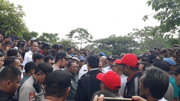 Ahli Waris dan Petugas Satpol PP Sempat Bersitegang saat Proses Eksekusi Lahan di Pos Pengumben