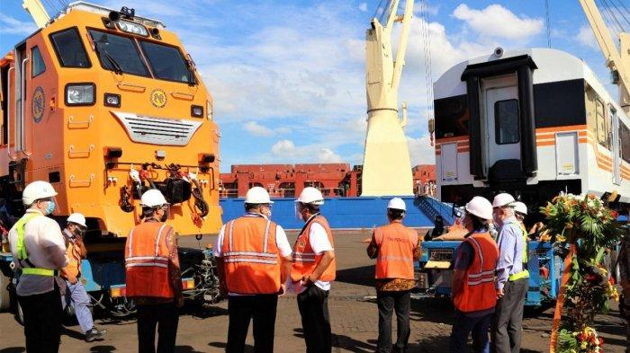 Harus Tahu Tiga Lokomotif dan 15 Kereta Produksi PT INKA Pesanan Filipina Tiba di Pelabuhan Manila