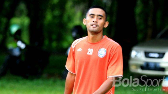 Ekspresi Agil Munawar dalam latihan pertama bersama Arema FC.