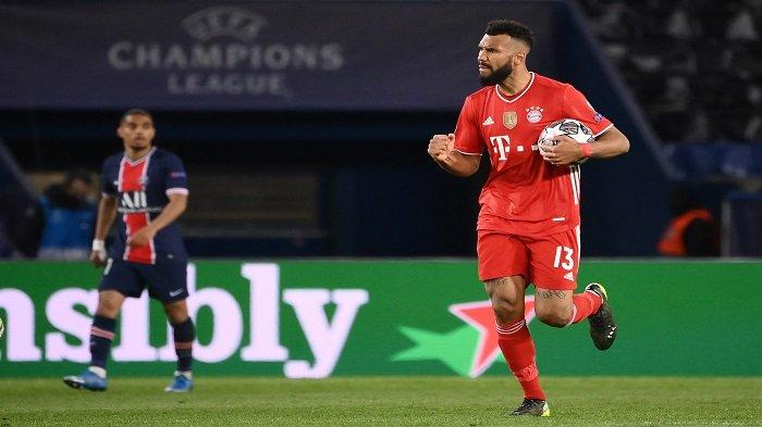 Penyerang Bayern Munich asal Kamerun Eric Maxim Choupo-Moting (kanan) melakukan selebrasi setelah mencetak gol pada pertandingan leg kedua perempat final Liga Champions UEFA antara Paris Saint-Germain (PSG) dan FC Bayern Munich di stadion Parc des Princes di Paris, pada 13 April 2021.
