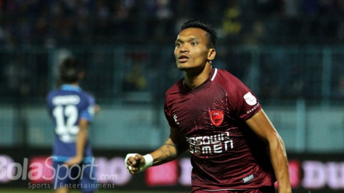 Ekspresi Ferdinand Sinaga (PSM Makassar) saat berlaga melawan Arema FC.