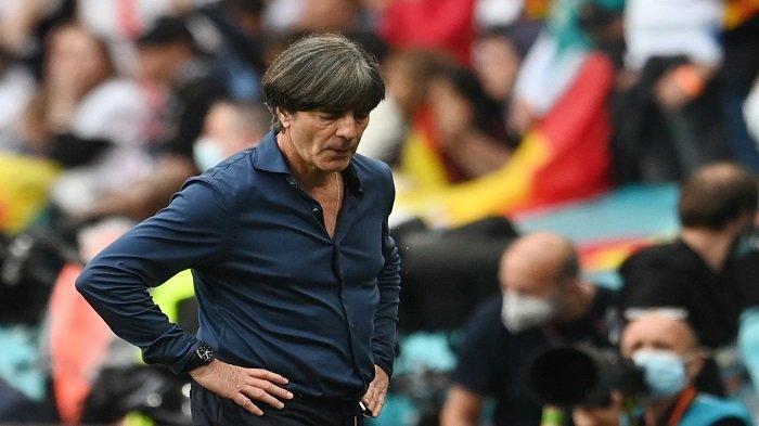 Ekspresi kekecewaan Joachim Loew usai Jerman disingkirkan Inggris di 16 besar Euro 2020