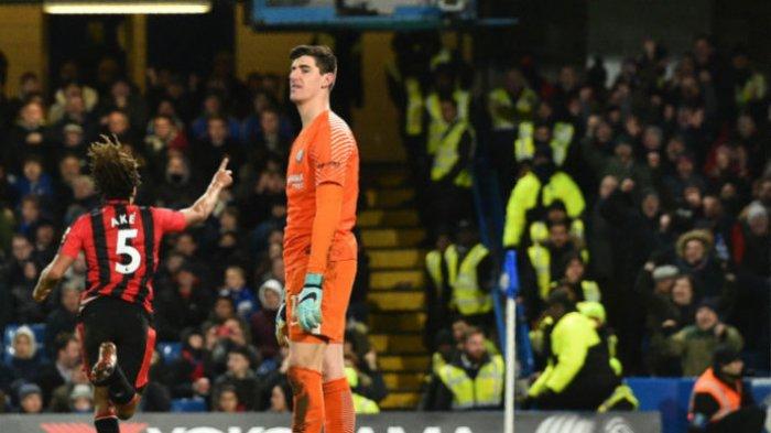 Ekspresi kiper Chelsea, Thibaut Courtois, setelah gawangnya dibobol pemain Bournemouth, Nathan Ake, pada pertandingan pekan ke-25 Liga Inggris di Stamford Bridge, London, Inggris, Kamis (1/2/2018) dini hari WIB. GLYN KIRK/AFP/BOLASPORT.COM