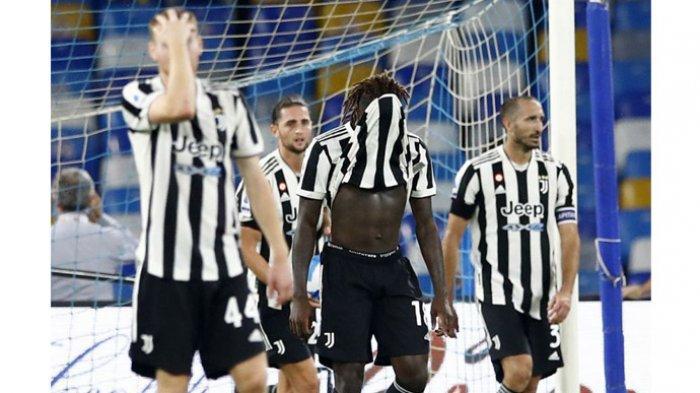 Ekspresi para pemain Juventus seusai kalah dengan skor 1-2 dari tuan rumah Napoli di Stadion Diego Maradona dalam laga pekan ketiga Serie A Liga Italia, Minggu (12/9/2021).