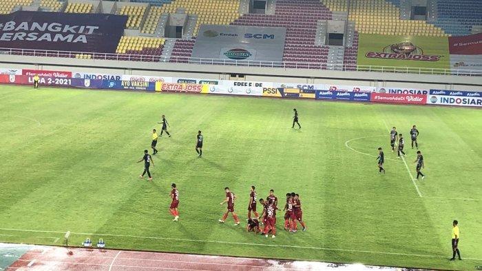 Eky Taufik merayakan golnya untuk Persis Solo ketika melawan PSG Pati di Liga 2