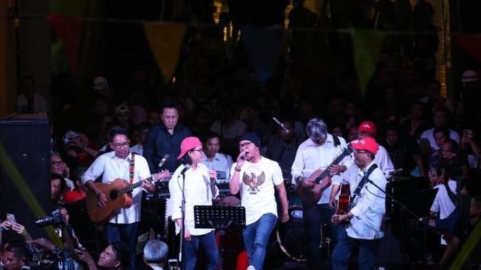 Bersama Elek Yo Band, Menko PMK Meriahkan Konser Amal untuk NTB