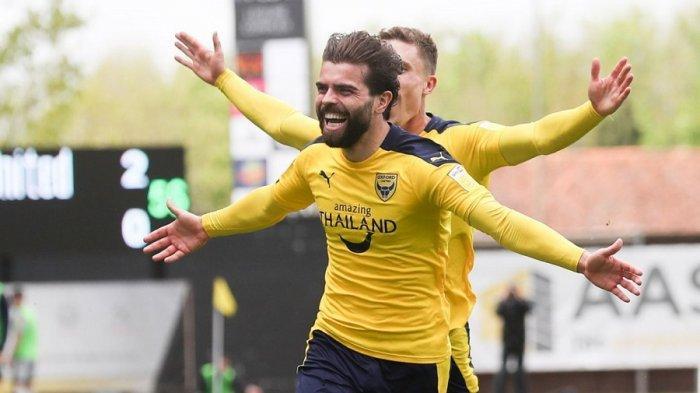 Elliot Lee menyumbang satu gol Oxford
