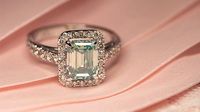 Emerald cut diamond cut.