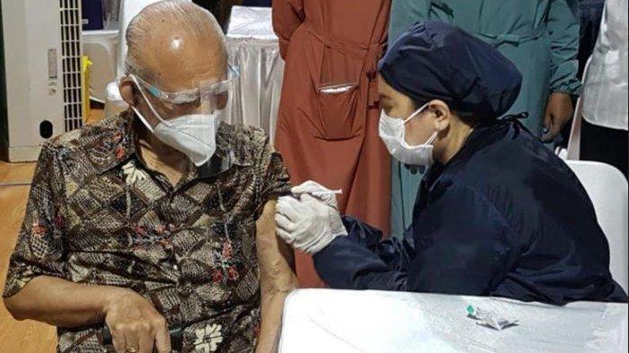 Usia di Atas 90 Tahun, Menteri era Soeharto Berbagi Pengalaman Ikut Vaksinasi Covid-19, Tak Sakit
