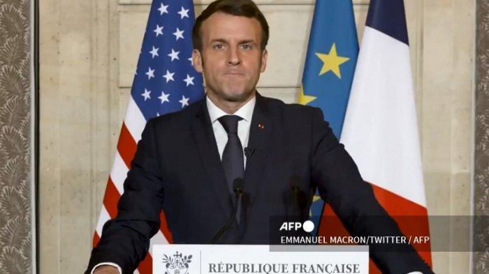 Pengambilan gambar ini diambil dari sebuah video yang dipublikasikan di akun twitter Presiden Prancis Emmanuel Macron pada 7 Januari 2021 menunjukkan Presiden Prancis sedang menyampaikan pidato setelah pendukung Presiden AS Donald Trump menyerbu Capitol AS. Pemimpin Prancis Emmanuel Macron mengatakan: