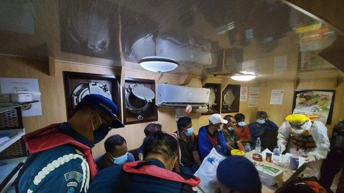 Kecelakaan KLM Maju Abadi di Perairan Kalbar, Kapal Patroli KPLP Evakuasi 7 Orang Awak Kapal
