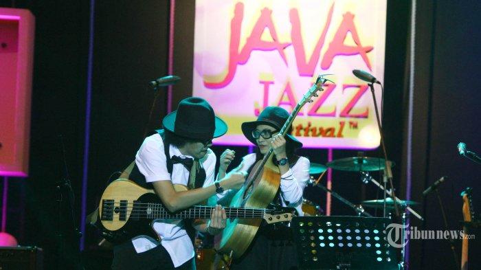 Penampilan Duo Endah n Rhesa di Jakarta International Java Jazz Festival 2018, Jumat (2/3/2018). Endah dan Rhesa tampil membawakan lagu nasional Indonesai dan sebuah lagu ciptaan Pongki Barata. TRIBUNNEWS/HERUDIN