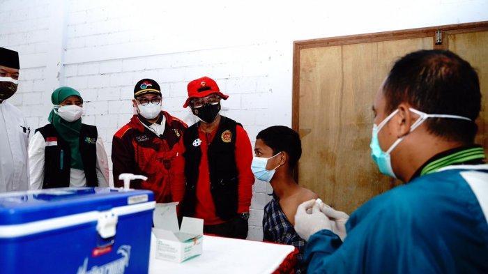 Percepat Herd Immunity, BIN Gelar Vaksinasi untuk Santri di Ponpes Karawang
