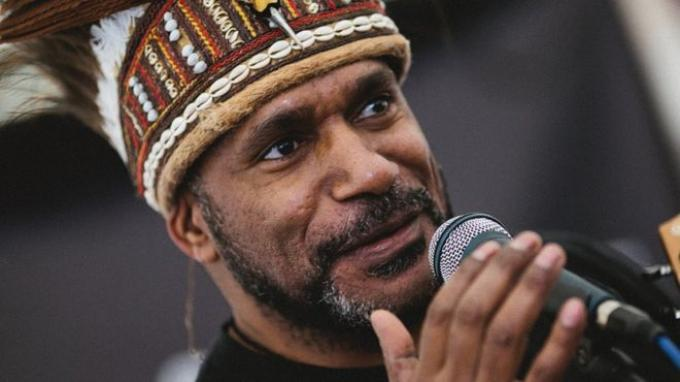 Benny Wenda adalah pemimpin Serikat Gerakan Pembebasan untuk Papua Barat (ULMWP).