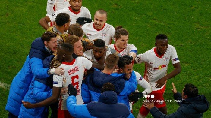 Penyerang Belanda Leipzig Justin Kluivert (Kanan ke-3) merayakan gol 3-0 bersama rekan satu timnya selama pertandingan sepak bola Grup H Liga Champions UEFA RB Leipzig v Manchester United di Leipzig, Jerman timur, pada 8 Desember 2020. Ganjil ANDERSEN / AFP / Pool