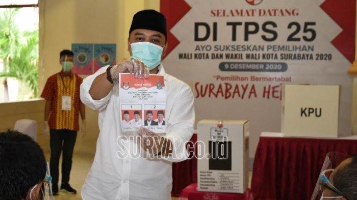 Eri Cahyadi sebelum mencoblos di TPS 25 kawasan Ketintang Selatan, Surabaya.