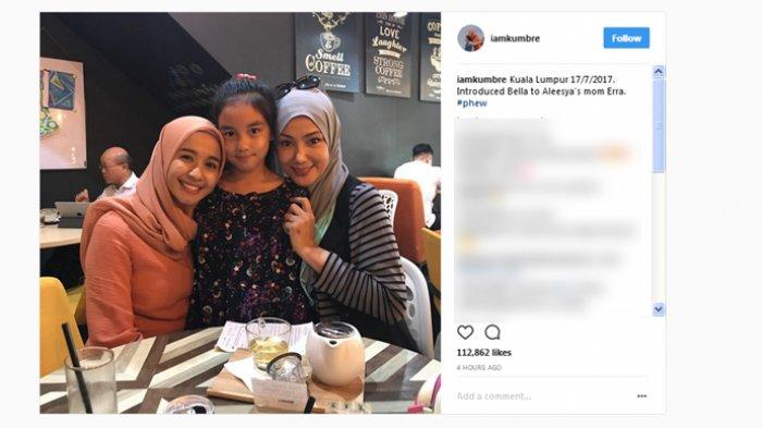 Unggahan akun instagram @iamkumbre yang menunjukkan pertemuan Laudya Cynthia Bella, dengan mantan istri Engku Emran, Erra Fazira.