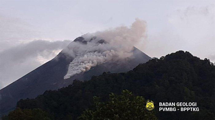 Keluarkan Awan Panas Guguran Sejauh 1000 Meter, Berikut Live Streaming Pantau Gunung Merapi Terkini