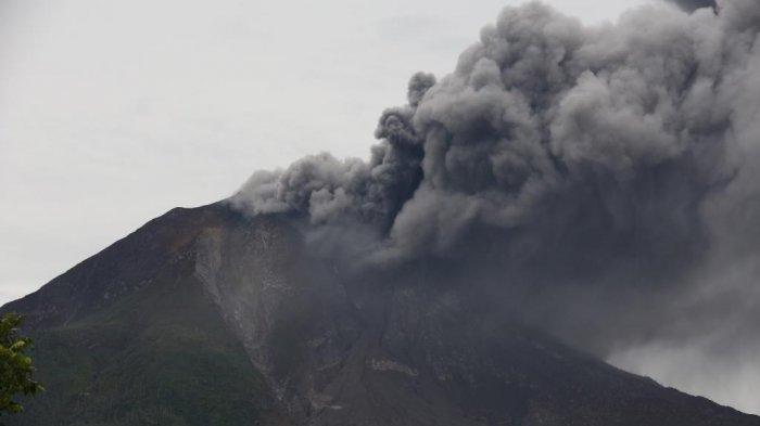 Erupsi Gunung Sinabung Pada Senin Malam, Tinggi Kolom Abu Mencapai 1.500 Meter