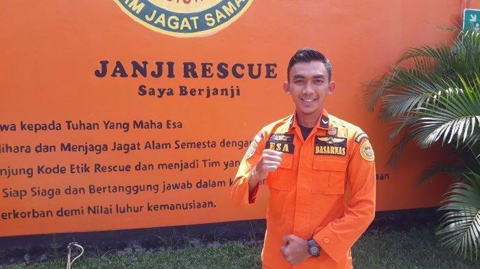 Esa Asep Saefudin (27) anggota Basarnas yang ikut misi pencarian pesawat Sriwijaya Air SJ 182 di Kantor Basarnas Jakarta pada Senin (25/1/2021).