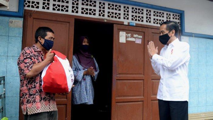 Jokowi Ditemani Iriana dan Kaesang Pangarep Salat Id di Halaman Wisma Bayurin Bogor
