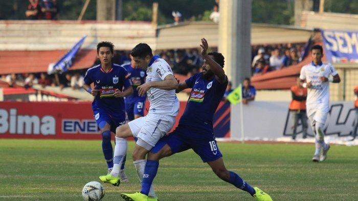 Esteban Vizcarra ketika Persib Bandung bertanding di kandang PSIS Semarang.