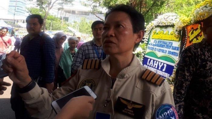 Pilot wanita pertama Indonesia Kapten Esther Gayatri