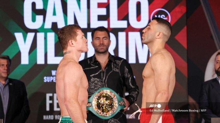 Foto selebaran yang disediakan oleh Matchroom Boxing ini menunjukkan petinju Meksiko Saul