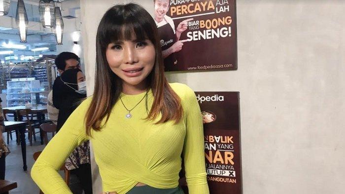 Evi Bellissima ketika menggelar jumpa pers di Thamrin City, Tanah Abang, Jakarta Pusat, Kamis (14/1/2021).