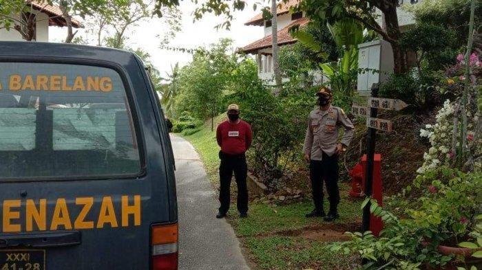 Bule Kanada Meninggal di Nongsa Batam, Mayatnya Dievakuasi Petugas dengan APD