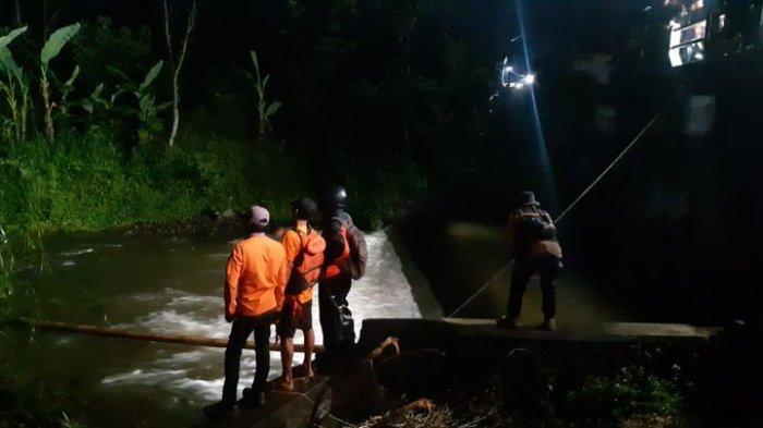 Pencarian siswa SMPN 1 Turi Sleman, Daerah Istimewa Yogyakarta (DIY) yang hanyut di Sungai Sempor hingga saat ini terus dilakukan.