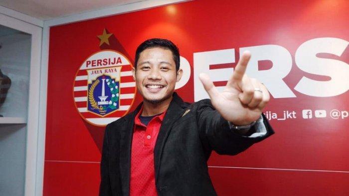 Evan Dimas Darmono saat diperkenalkan menjadi pemain baru Persija Jakarta. (Media Persija)