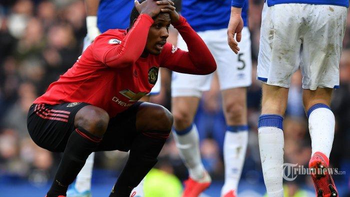 Ekspresi striker Manchester United asal Nigeria, Odion Ighalo setelah gagal mencetak gol ke gawang Everton dalam laga lanjutan Liga Inggris 2019/2020 antara Everton melawan Manchester United di Stadion Goodison Park, Kota Manchester United, barat laut Inggris, Minggu (1/3/2020) malam WIB. Pertandingan berakhir imbang dengan skor 1-1. AFP/Paul Ellis