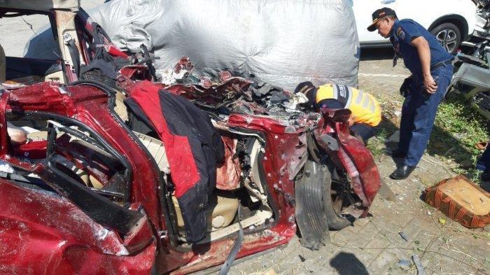 Mobil Xpander yang hancur lebur setelah tabrakan di Tol Cipali