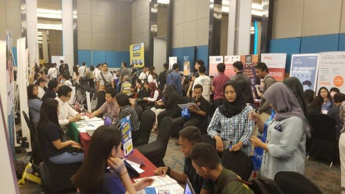 Internasional Expo Education yang dilaksanakan di Mercure Hotel Tangerang yang menghadirkan lebih dari 60 perguruan tinggi luar negeri di International, Minggu (12/1/2020).