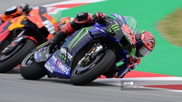 Pembalap Yamaha Prancis Fabio Quartararo berkompetisi selama balapan MotoGP Moto Grand Prix de Catalunya di Circuit de Catalunya pada 6 Juni 2021 di Montmelo di pinggiran Barcelona.