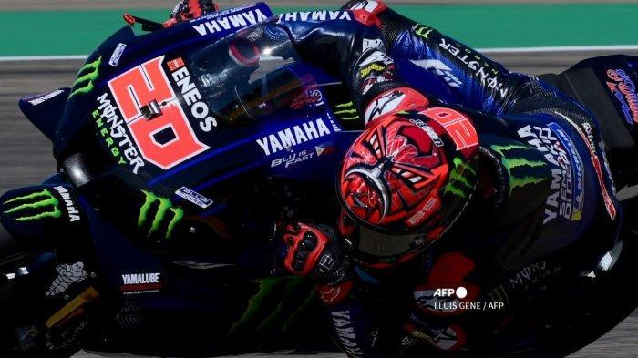 Pembalap Yamaha Prancis Fabio Quartararo mengendarai motornya selama Moto Grand Prix of Aragon di sirkuit Motorland di Alcaniz pada 12 September 2021.