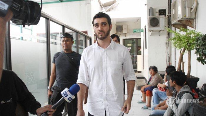 Terdakwa Fachri Albar menjalani persidangan lanjutan di Pengadilan Negeri (PN) Jakarta Selatan, Selasa (5/6/2018). Jaksa penuntut umum dalam sidang tersebut menuntut Fachri Albar dengan pidana penjara selama 9 bulan terkait penyalahgunaan narkotika. TRIBUNNEWS/HERUDIN