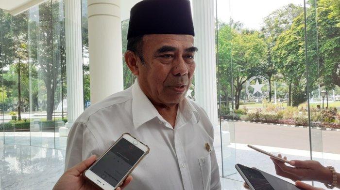 Menteri Agama RI Fachrul Razi ke kantornya, di Jalan Medan Merdeka Utara, Jakarta Pusat, Jakarta Pusat, Senin (9/12/2019).