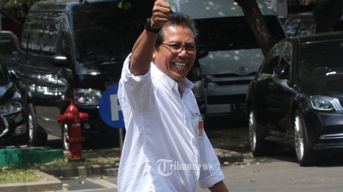 DATANG KE ISTANA KEPRESIDENAN- Komisaris Utama Adhi Karya Fadjroel Rachman  berjalan memasuki kompleks Istana Kepresidenan, Jakarta, Senin (21/10/2019). Menurut rencana Presiden Joko Widodo akan memperkenalkan jajaran kabinet barunya usai dilantik Minggu (20/10/2019) kemarin untuk masa jabatan keduanya bersama Wapres Ma'ruf Amin periode tahun 2019-2024--Warta Kota/henry lopulalan