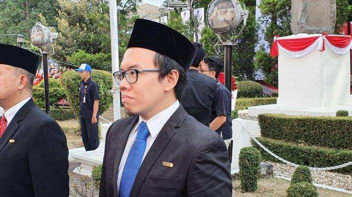 salah satu pendiri dan Presiden Bukalapak Muhammad Fajrin Rasyid, menerima tanda kehormatan Satyalancana Wira Karya dari Pemerintah Indonesia.