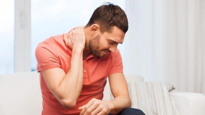 Salah satu ciri-ciri kolesterol tinggi adalah leher tegang dan terasa ditusuk-tusuk.