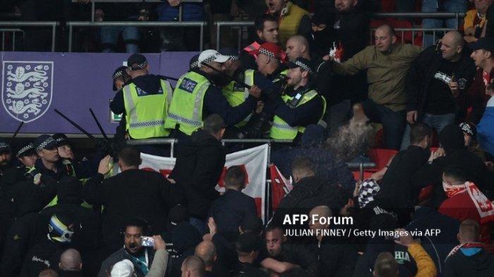 Inggris Lawan Hungaria Berakhir Remis 1-1, Fan Bentrok dengan Polisi di Wembley. 1 Orang Ditangkap